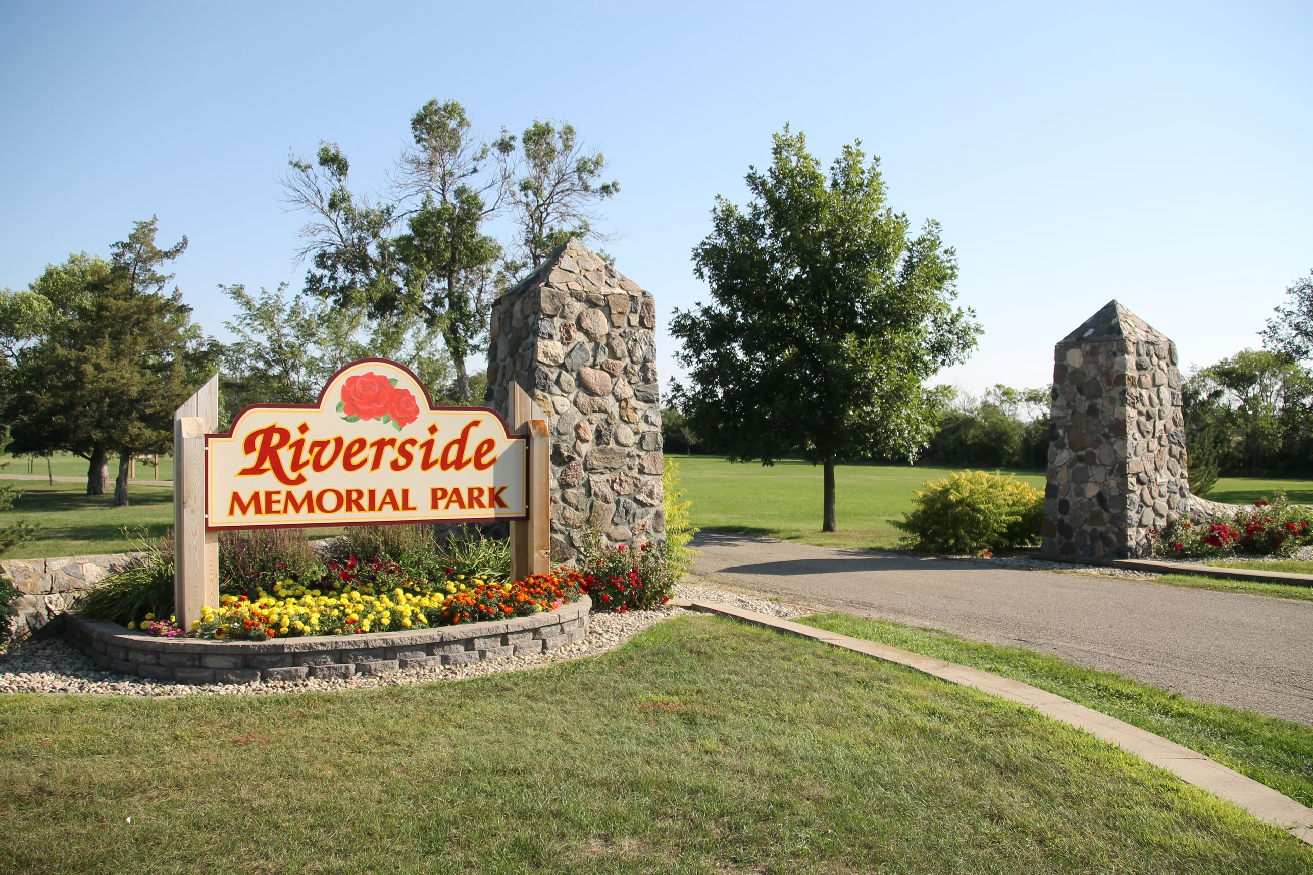 Riverside Memorial Park Sign