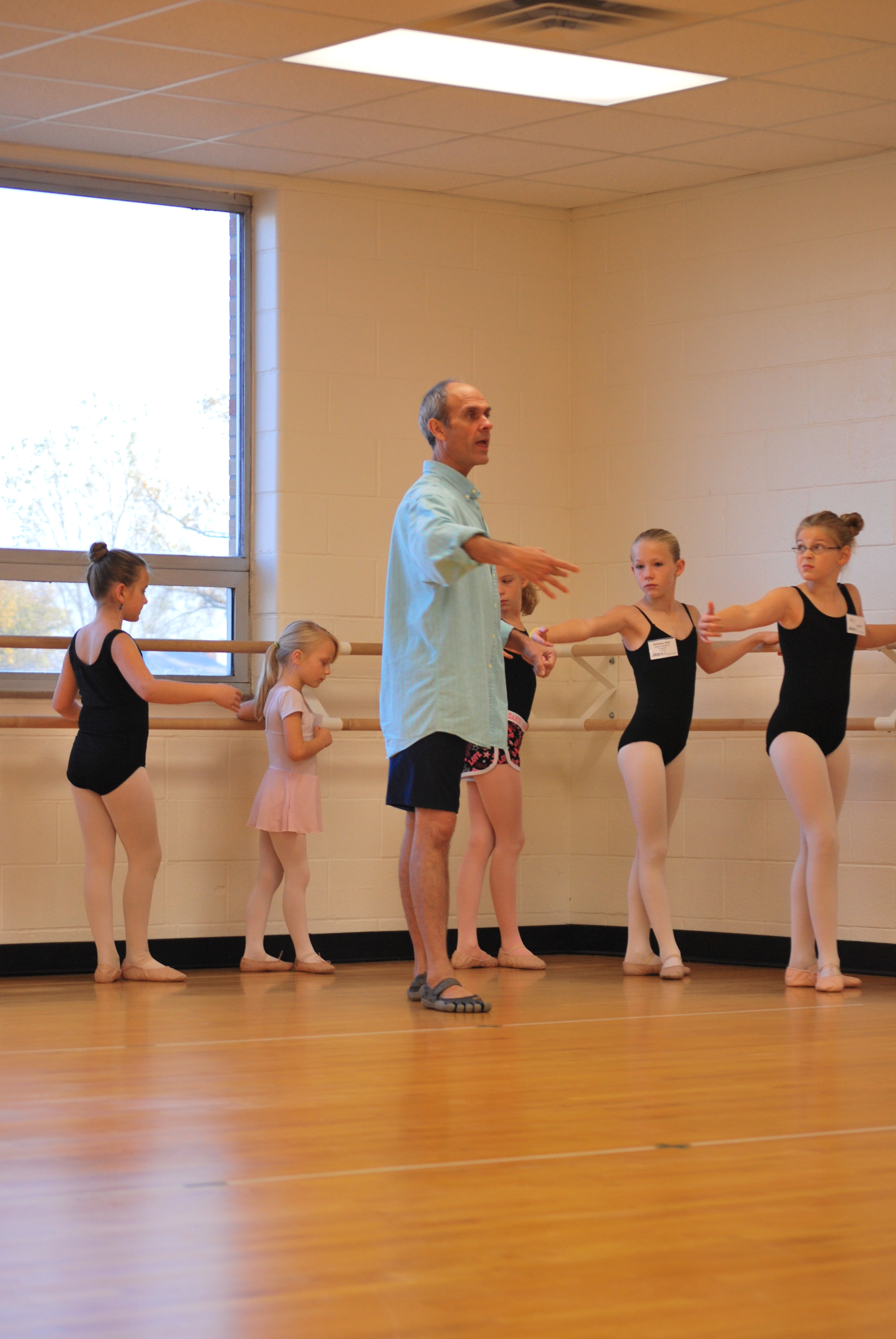 Robert Underwood from Houston Ballet teaching a masterclass.